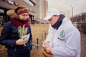 Цветочный патруль Skoda Рольф Витебский создал солнечное настроение на улицах Санкт-Петербурга