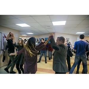 «Молодежка ОНФ» в Югре провела акцию «Случайный вальс» в Ханты-Мансийске и Сургуте