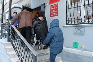 Челябинские активисты ОНФ провели мониторинг доступности зданий ФСС для инвалидов