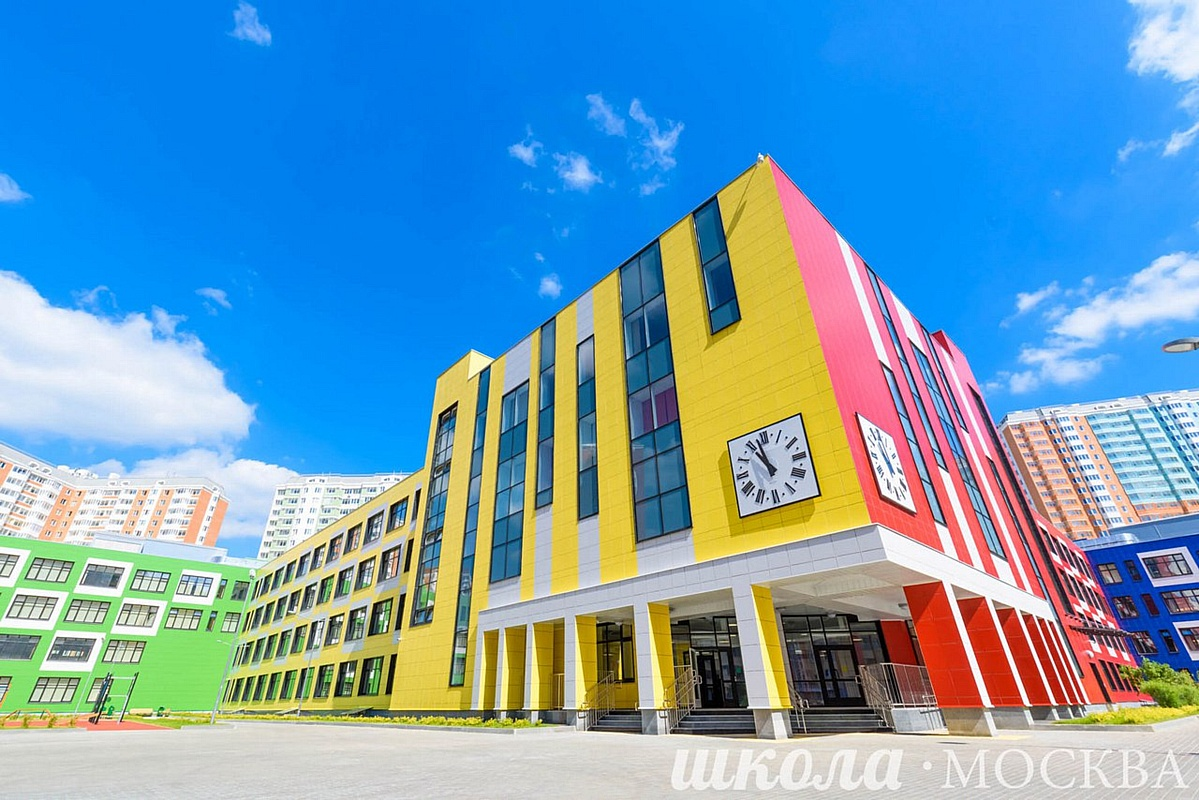 Самая большая школа России «одета» в керамогранит Estima