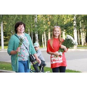 Команда «Молодежки ОНФ» в Коми провела в Сыктывкаре акцию «Привет, ромашки!»