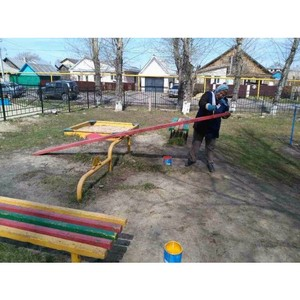 Жители улицы Согласие благоустроили детский комплекс при содействии Вадима Супикова