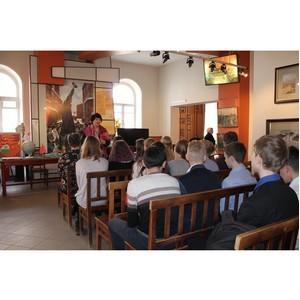 Ивановские активисты Народного фронта организовали для школьников экскурсию в музей первого Совета