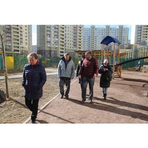 Активисты ОНФ в Санкт-Петербурге проверили благоустройство дворов в Красносельском районе