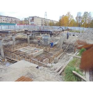 На ЖК «Атмосфера» в Северодвинске холдинг «Аквилон-Инвест» устанавливает башенный кран