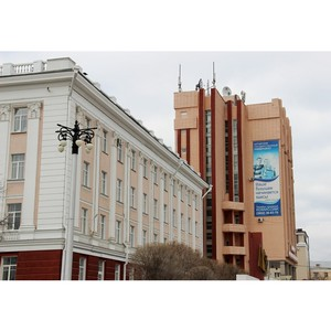 Первые сертификаты Университета ШОС вручили выпускникам АлтГУ