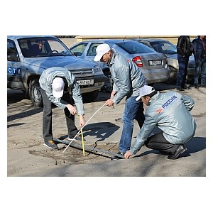 Активисты ОНФ проверили проблемные участки дорог в Белгороде