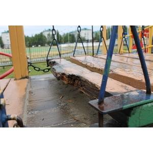Активисты ОНФ в Югре нашли опасные детские площадки
