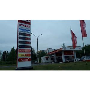 јктивисты Ќародного фронта в арелии провод¤т в регионе мониторинг цен на топливо
