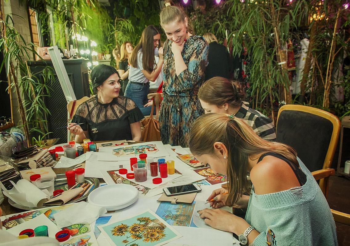 Сотрудничество бренда сумок Ante Kovac и Dolce & Gabbana на закрытом мероприятии светских львиц