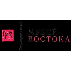Музей Востока представляет выставку «Мекка на серебряных марках Московского монетного двора»
