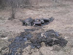 Несанкционированная свалка отходов нефтепродуктов обнаружена в Новосибирском районе.