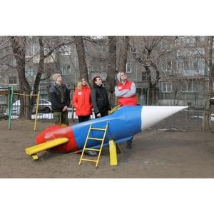 Курганские активисты ОНФ в честь Дня космонавтики покрасили ракеты на детских площадках города