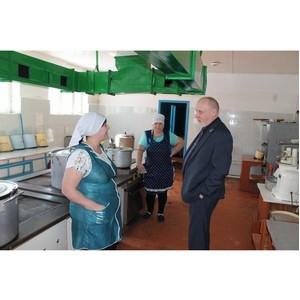 Активисты ОНФ просят отремонтировать столовую сельской школы в Лискинском районе