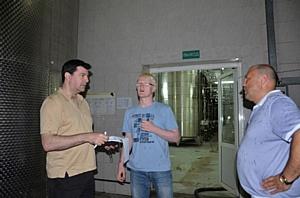 Независимый винный эксперт Даррелл Джозеф посетил завод «Кубань-Вино»