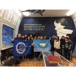 Учащиеся Максимовки попробовали себя в роли пилотов самолета