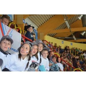 ОНФ в Мордовии организовал для детдомовцев посещение матча «Легенды хоккея СССР»