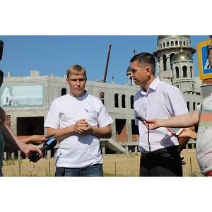 """Активисты ОНФ на Ямале провели рейд по дорогам Салехарда, отмеченным на """"Карте убитых дорог"""""""