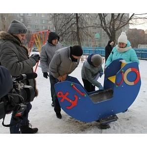 Активисты ОНФ обнаружили в Челябинске опасные для жизни и здоровья детей качели, горки и песочницы