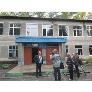 Активисты ОНФ проконтролировали ход ремонтных работ в школах Нижнеомского района Омской области