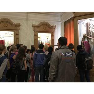 јктивисты ќЌ' организовали дл¤ детей посещение краеведческого музе¤ в —терлитамаке