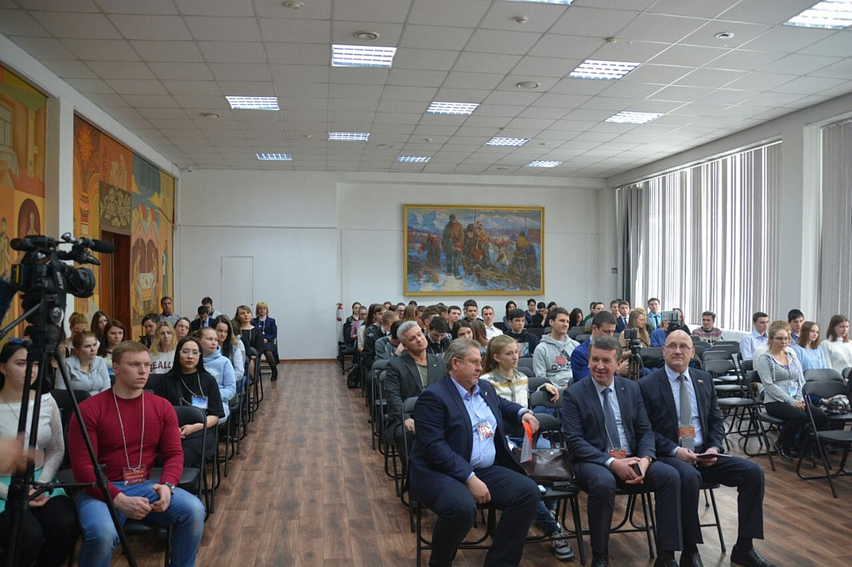 Активисты Народного фронта на Камчатке провели образовательный форум для волонтеров