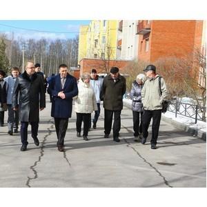 Эксперты ОНФ в Петербурге обсудили с жителями Сосновой полянв реализацию проекта по благоустройству