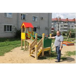 Воронежские активисты ОНФ добились ремонта травмоопасной детской площадки