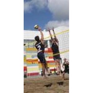 Зеленогорские волейболисты обставили красноярцев в пляжном волейболе