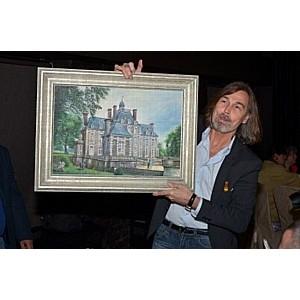 Художник Никас Сафронов и компания Tupperware дарит 190 картин детям