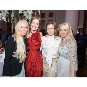 Алиса Лобанова приняла участие в благотворительном аукционе.