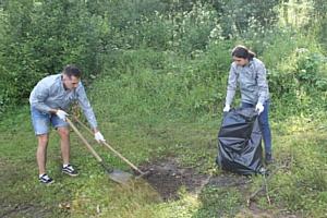 Кировские активисты ОНФ очистили от свалок берег озера Подгорное