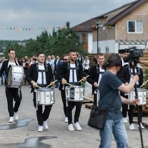 Пресс-показ Ярмарки Комфортной Жизни Open Village 2017 под барабанное шоу Vasiliev Groove