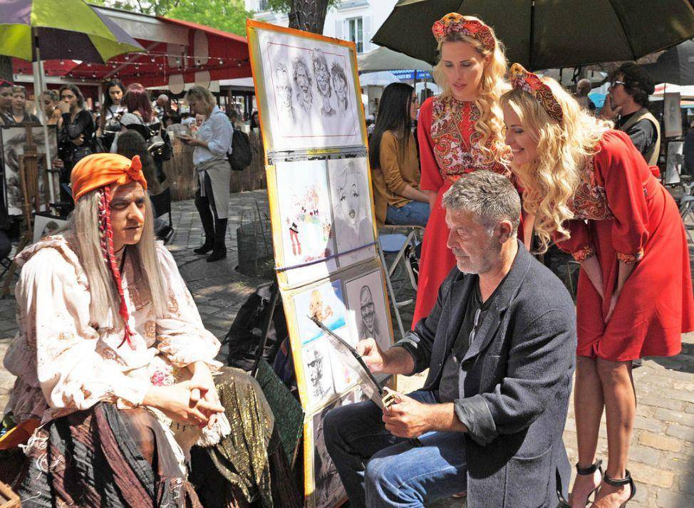 Знаменитую русскую Бабу Ягу заметили в Монако и во Франции