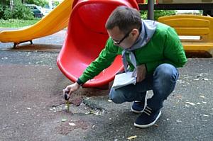 Активисты Народного фронта в Москве провели мониторинг состояния детских площадок