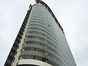 В Петербурге впервые применили технологию остекления балконов при помощи клейкой ленты
