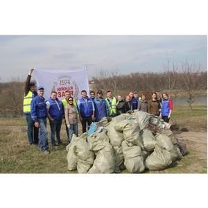 Сотрудники «Пивзавода «Южная Заря 1974» очистили от мусора прибрежную зону Лесного озера
