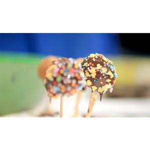 В бизнес–центре «Нагатинский» всех кормят кейк–попсами