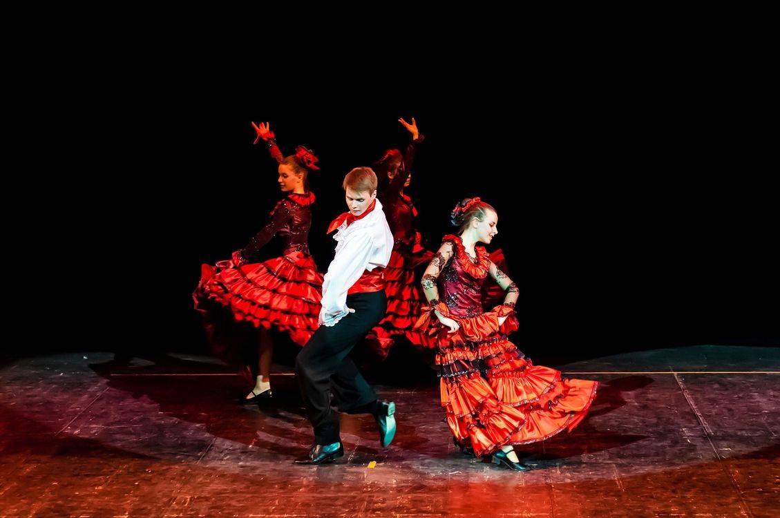 Образцовый ансамбль танца «Ровесник» Центра культуры «Хорошевский» отмечает юбилей в Москонцерте