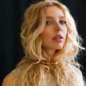 Степанковская выпустила новую песню «От Любви Твоей Таю»