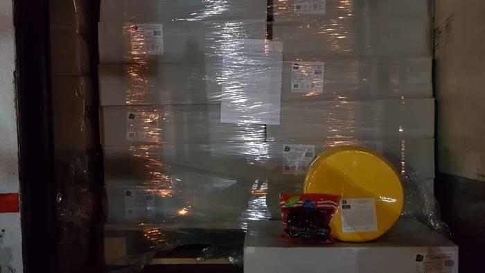 Смоленские таможенники задержали фуру с  белково-жировым продуктом, ввозимым под видом овощей