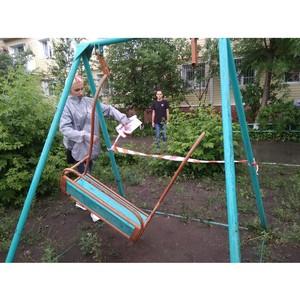Команда «Молодежки ОНФ» проверила безопасность детских площадок в Советском округе Омска