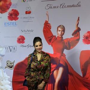 Солисты вокальной группы «Viva» спели для видеоблога  модели Ангелины Волковой