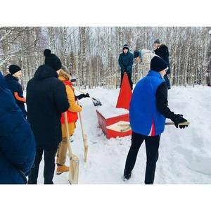 «Молодежка ОНФ» в Коми провела субботник по очистке территории детского дома от снега