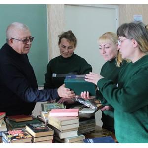 Член Общественного совета ГУФСИН Николай Янкин передал 1000 книг в библиотеки кузбасских колоний