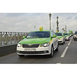 Водители отметили свой профессиональный праздник на дорогах Петербурга