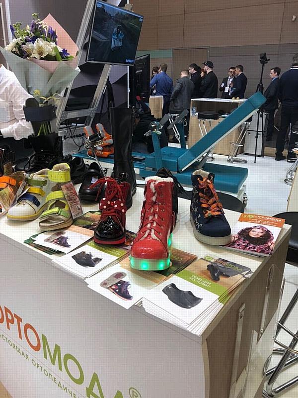 Самая яркая ортопедическая обувь была представлена на съезде травматологов-ортопедов в СПБ