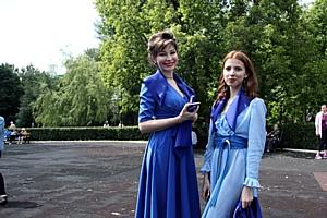 """Акцию памяти """"Синий платочек Победы"""" провели в Москве."""