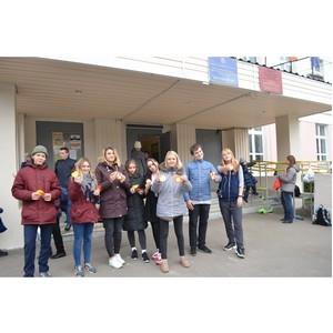Московские активисты ОНФ провели акцию по раздаче световозвращающих элементов
