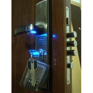 Замена замков на входной металлической двери с выездом